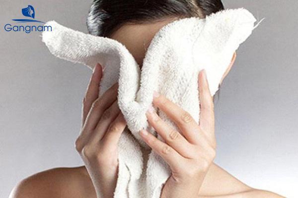 Thói quen sai lầm khi rửa mặt