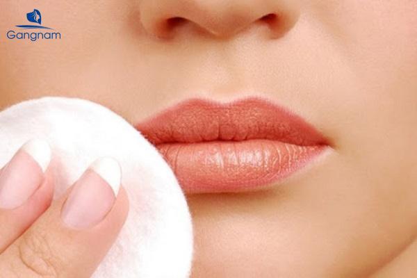 Cách chăm sóc môi sau khi phun