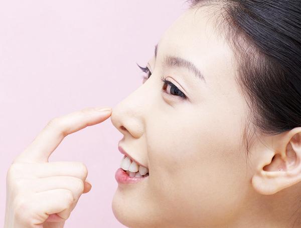 Nâng mũi cấu trúc bao lâu có thể vặn lắc bình thường?